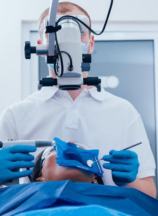 マイクロスコープ(歯科用顕微鏡)を用いた根管治療!